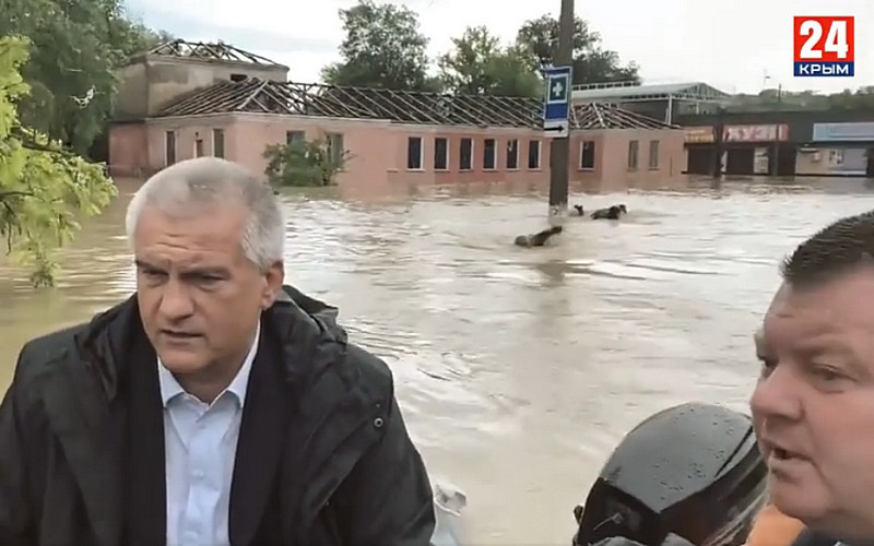 ForPost - Новости : Крымчане вплавь догоняли Аксёнова в затопленной Керчи