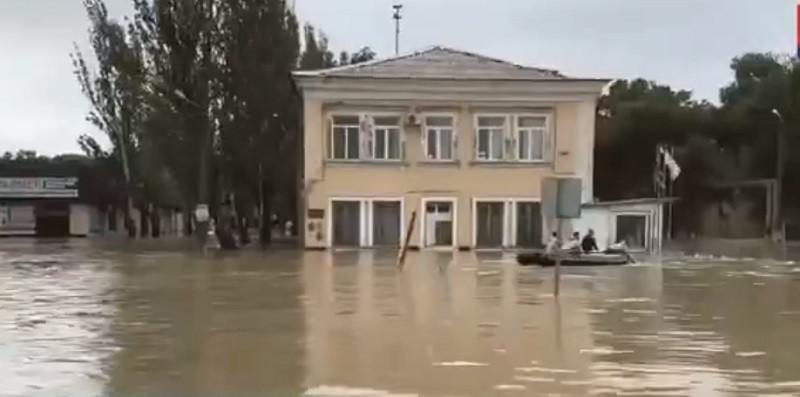 ForPost - Новости : В Крыму из-за ливня затопило городскую больницу