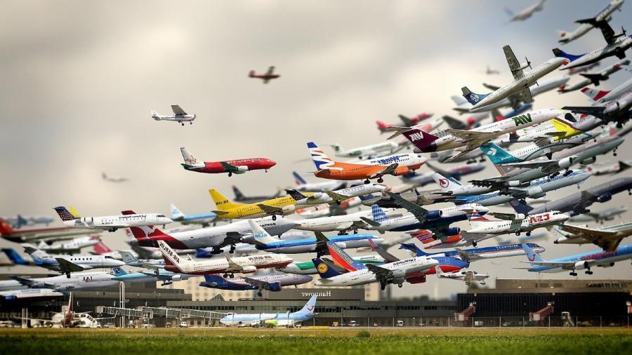 ForPost - Новости : В небе над Крымом образовалась пробка из самолетов