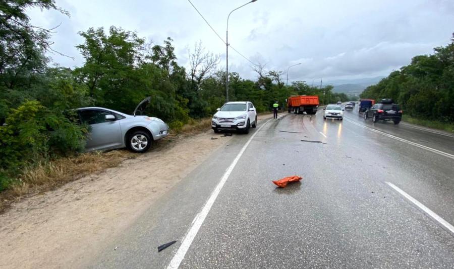 ForPost - Новости : В Севастополе КамАЗ врезался в другой КамАЗ и ещё в две машины