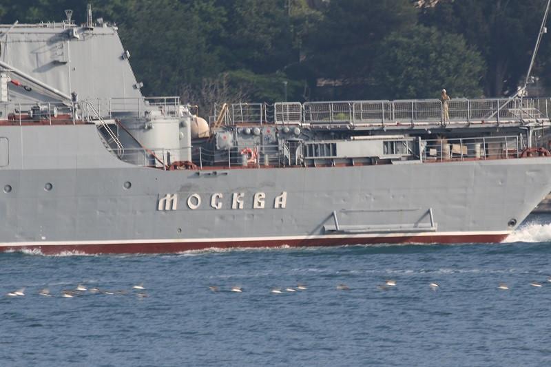 Мир следит за проходом крейсера «Москва» через Босфор и Дарданеллы