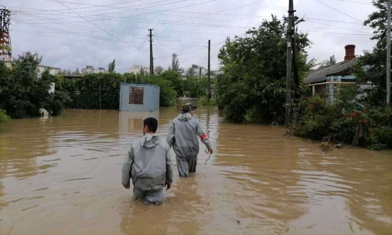ForPost - Новости : В Крыму устраняют последствия бури и собирают помощь для пострадавших