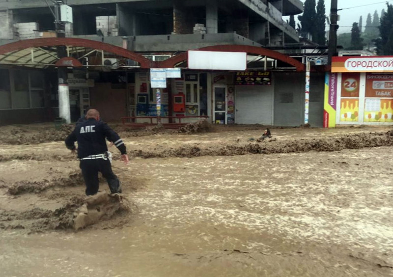ForPost - Новости : В Ялте полицейские вылавливали людей из воды