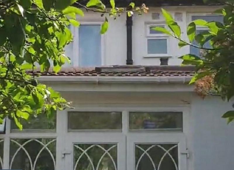 ForPost - Новости : Мужчина был в шоке, обнаружив у себя в доме таинственное окно