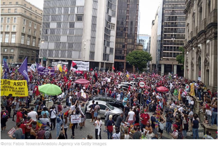 ForPost - Новости : Бразильцы вышли на протестные акции из-за 500 тыс. умерших от COVID-19