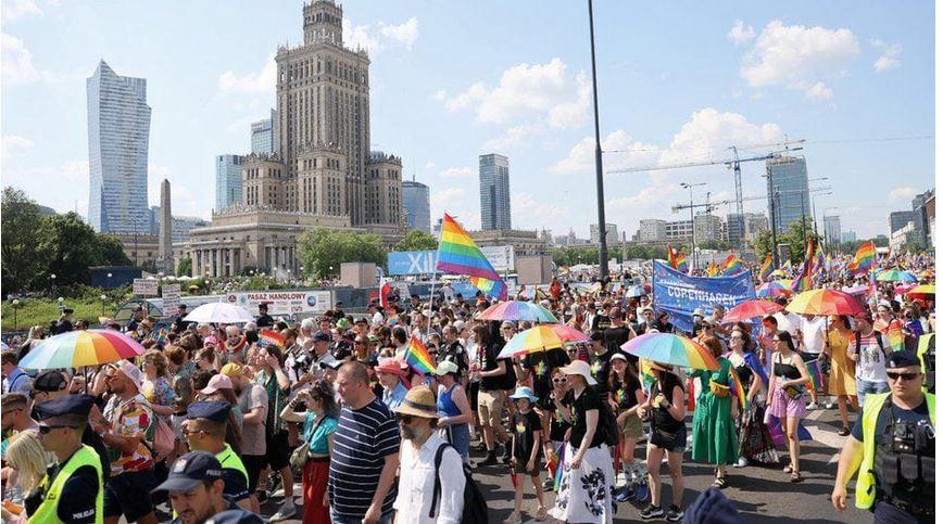 ForPost - Новости : В Варшаве прошел многотысячный марш за права ЛГБТ