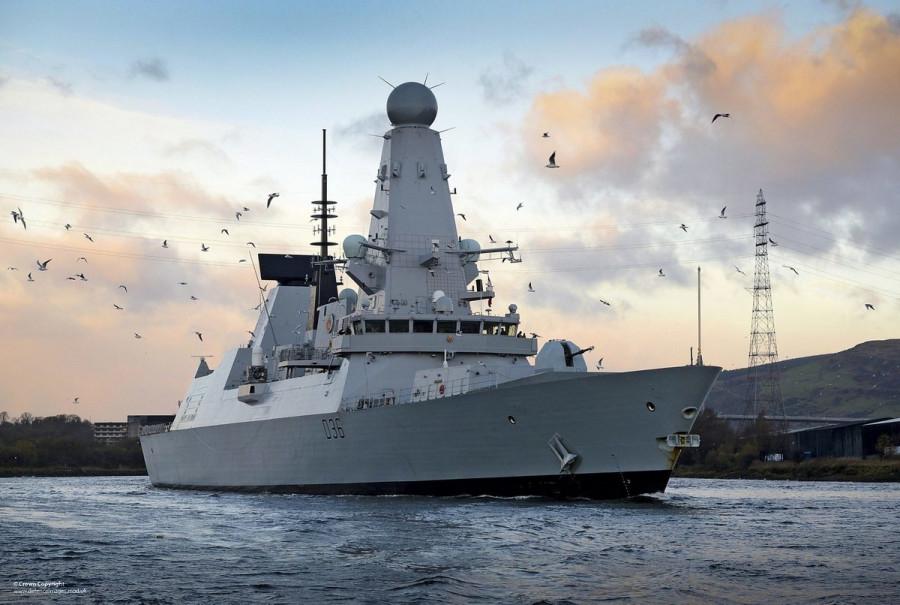 ForPost - Новости : Британский эсминец «Дефендер» четырьмя бомбами отогнали от берегов Севастополя