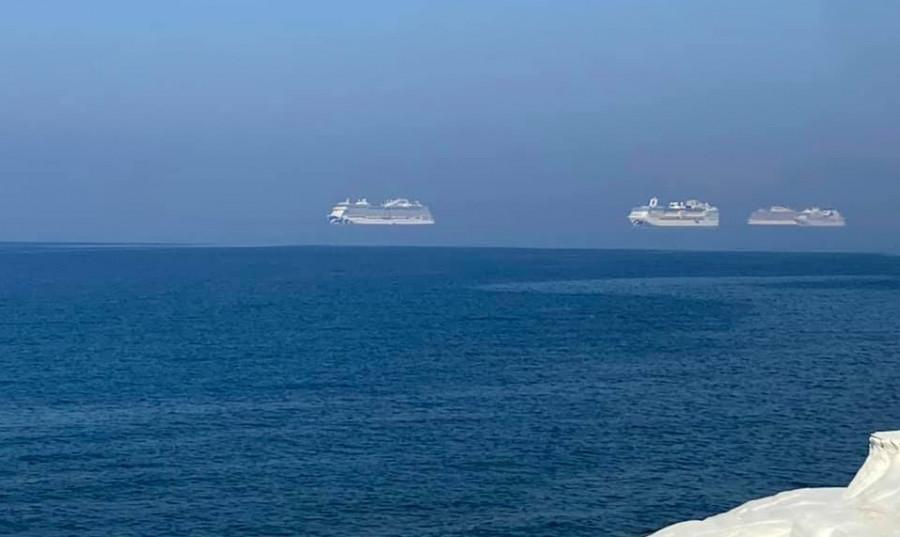 ForPost - Новости : Уникальные кадры: сфотографировали три лайнера, «левитирующих» над морем
