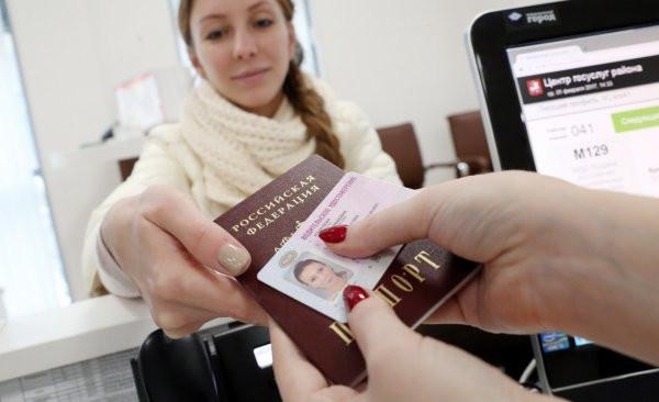 ForPost - Новости : Жительница Севастополя попыталась обменять в ГИБДД фальшивые права на настоящие
