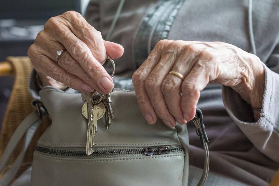 ForPost - Новости : Севастопольских пенсионеров продолжают «кидать» на квартиры