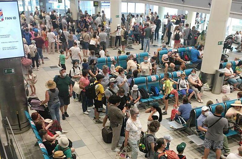 ForPost - Новости : Пассажиров авиарейса в Крым держали в самолете 4 часа