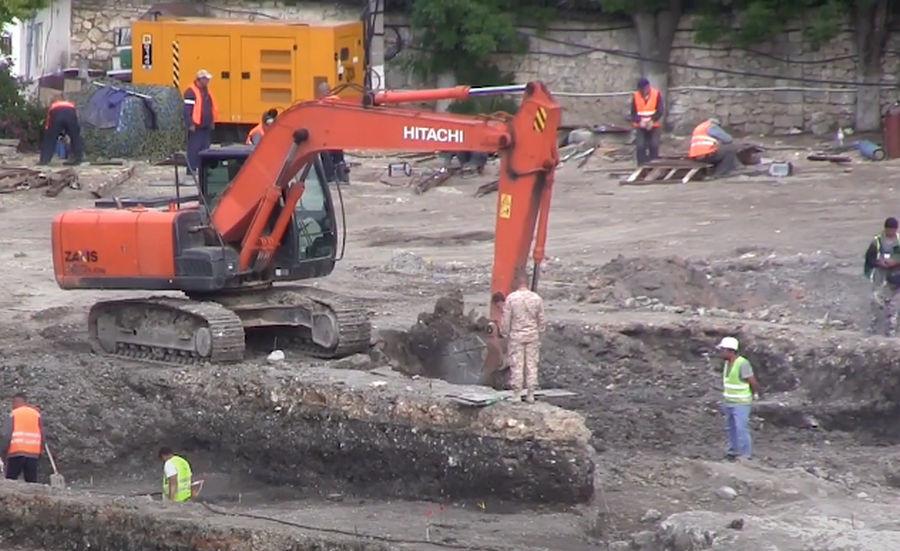 ForPost - Новости : Сокровищница древностей найдена в Херсонесе на месте работы строительной техники
