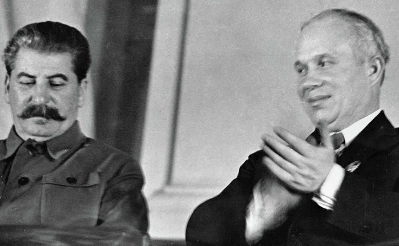 ForPost - Новости : Раскрыт эпизод, как Хрущёв ползал на коленях перед Сталиным