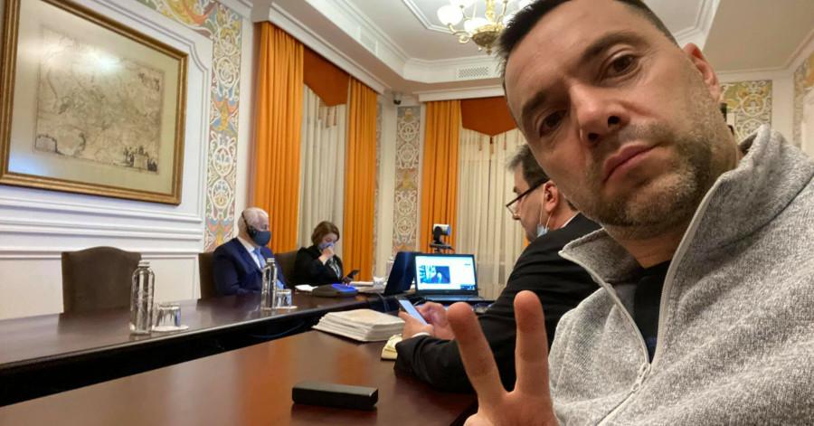 Арестович заявил, что Киев «юридически не обязан» выполнять Минские соглашения