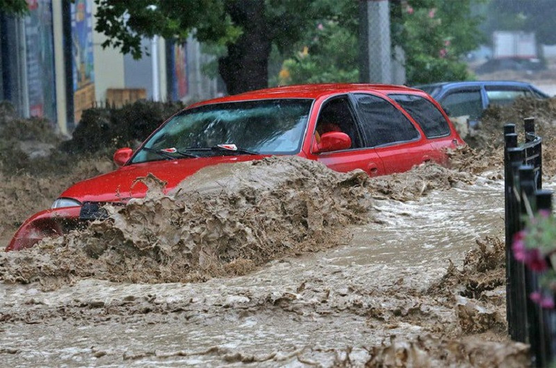 ForPost - Новости : Не всем владельцам утонувших в Крыму автомобилей легко возместят ущерб