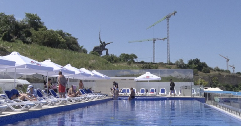 ForPost - Новости : Бесплатный бассейн на мысе Хрустальный в Севастополе оказался платным