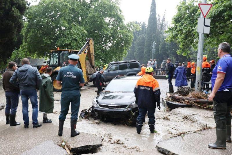 ForPost - Новости : Пережившие наводнение в Крыму автомобили могут «затопить» рынок
