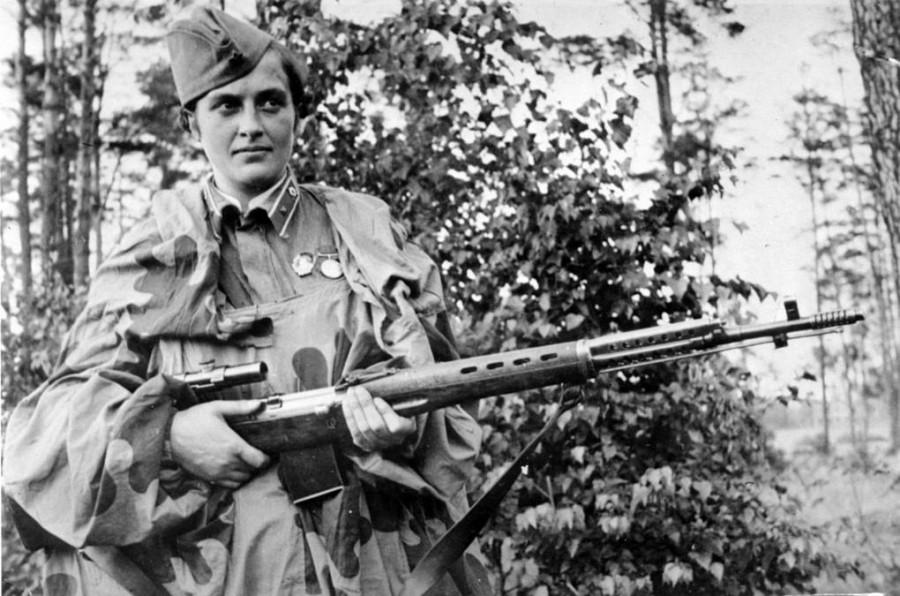 ForPost - Новости : «Не только давать жизнь, но и защищать ее...» – история самой знаменитой женщины-снайпера