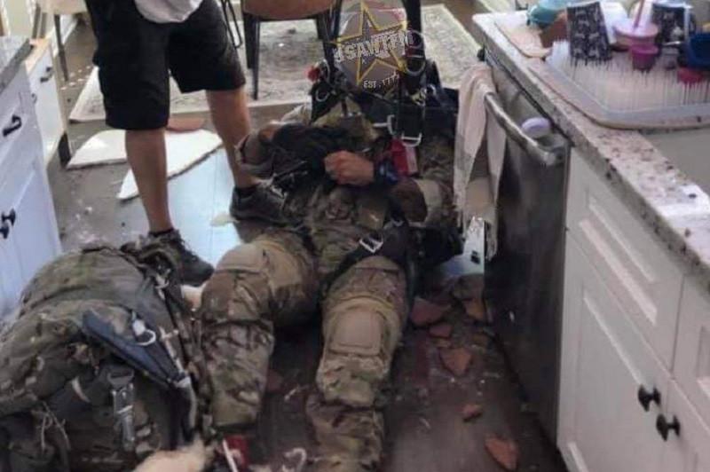 ForPost - Новости : Парашютист упал с неба и пробил крышу дома