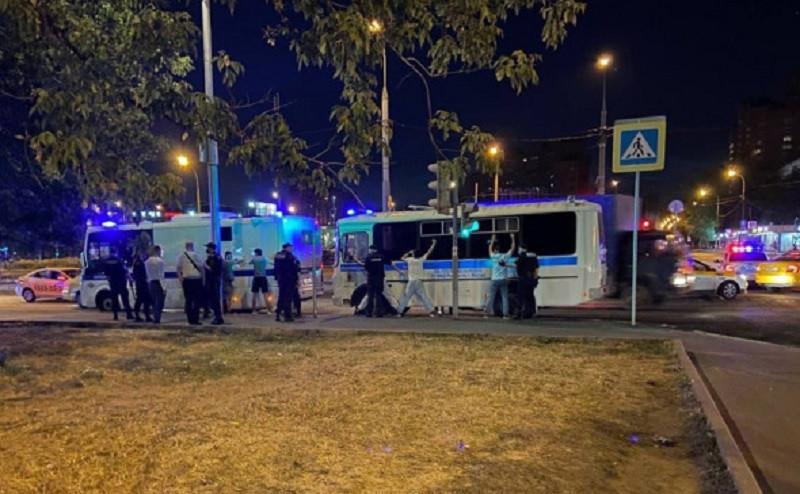 ForPost - Новости : Сотни мигрантов дрались пять часов «на почве личной неприязни». Видео
