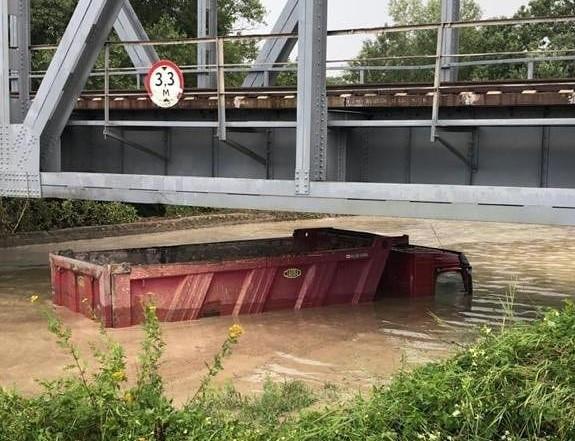 ForPost - Новости : В Севастополе грузовик ушёл под воду