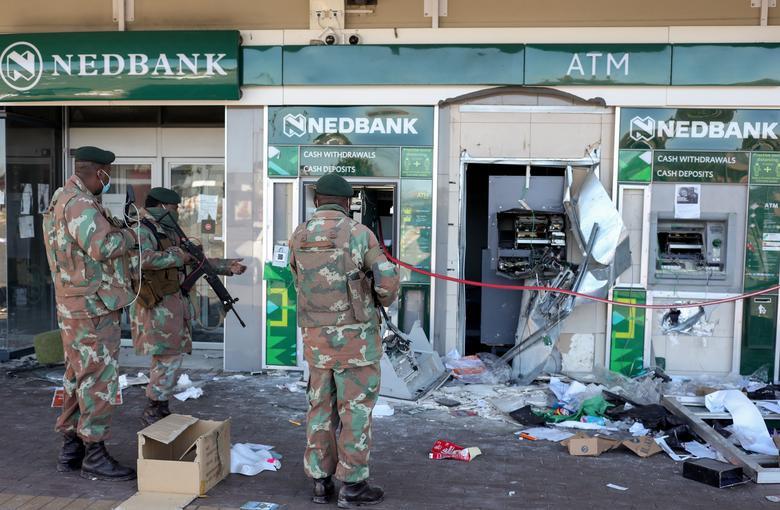 ForPost - Новости : В ЮАР развернут мобилизацию 25 000 резервистов из-за массовых беспорядков