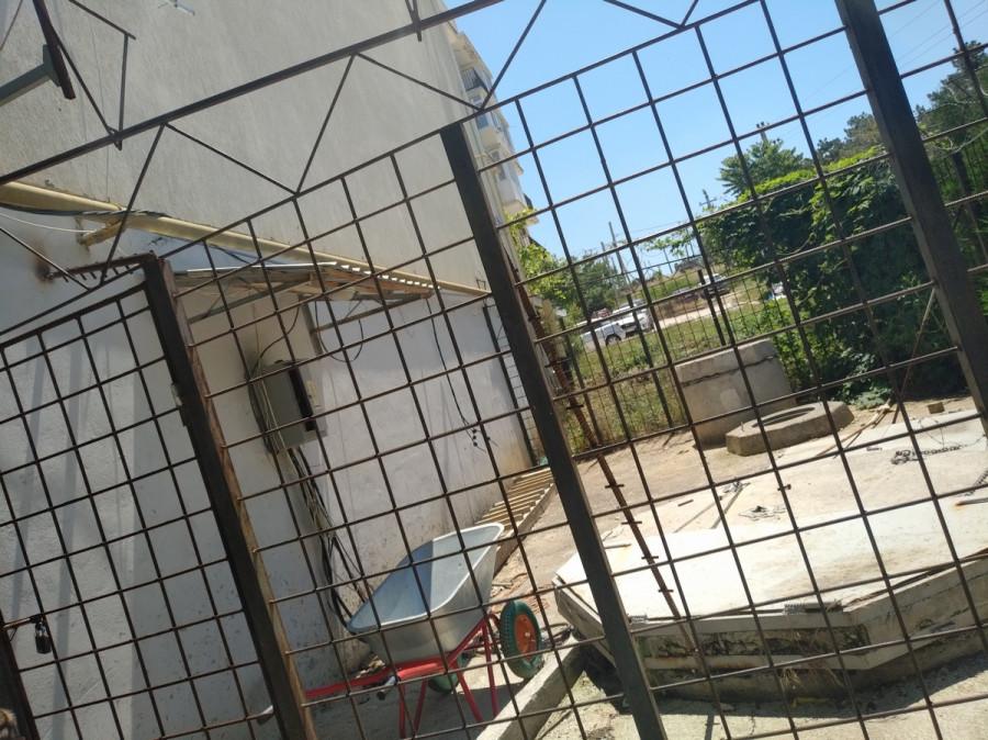 ForPost - Новости : Фекалии целого квартала стекаются в квартиру одного жителя Севастополя