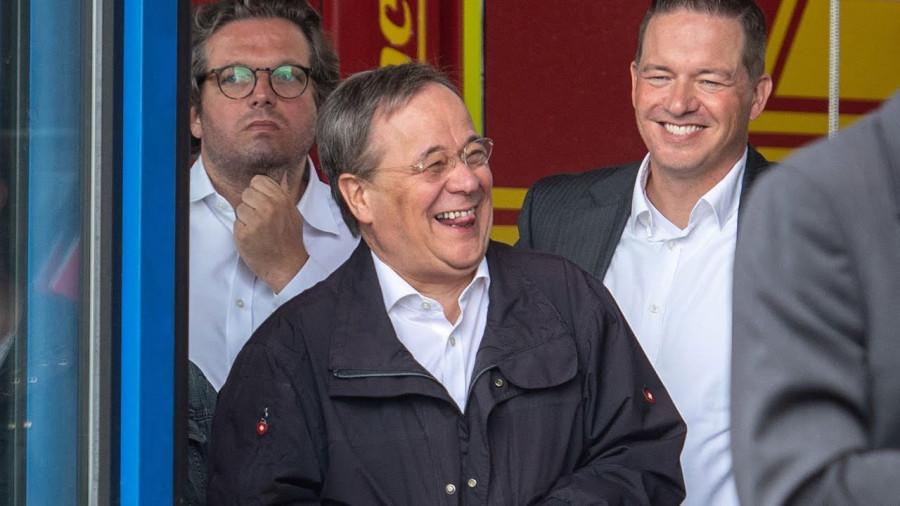 ForPost - Новости : Возможный преемник Меркель смеялся во время речи о жертвах потопа в Германии