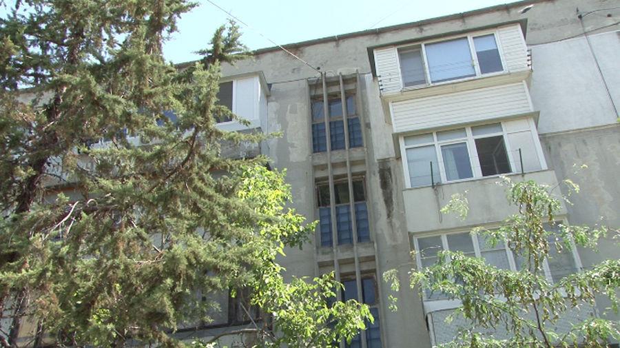 ForPost - Новости : Жители Севастополя боятся камней на головы у входов в подъезды