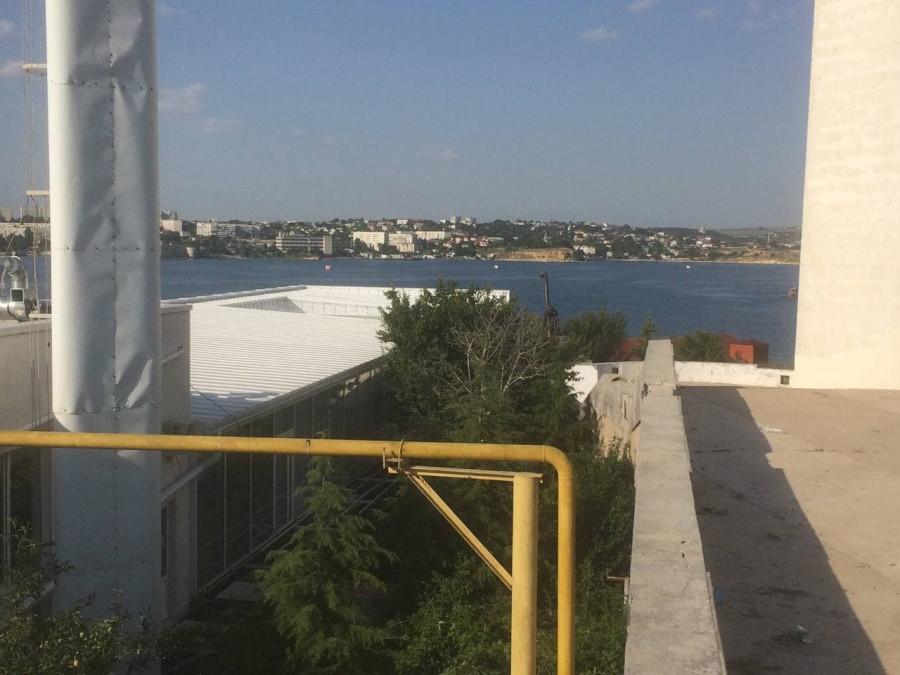 ForPost - Новости : Вместо сноса незаконной постройки в Севастополе на ней выросли трубы