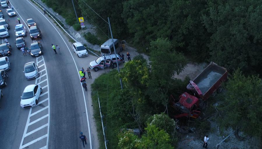 ForPost - Новости : Названы основные версии смертельной аварии под Севастополем