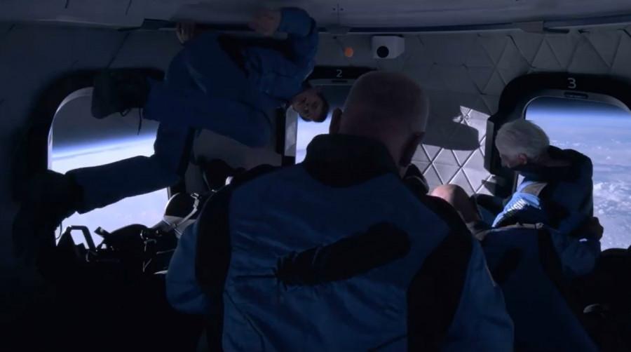 ForPost - Новости : Забава для богатеньких: эксперт раскритиковал полёт Безоса в космос. Видео