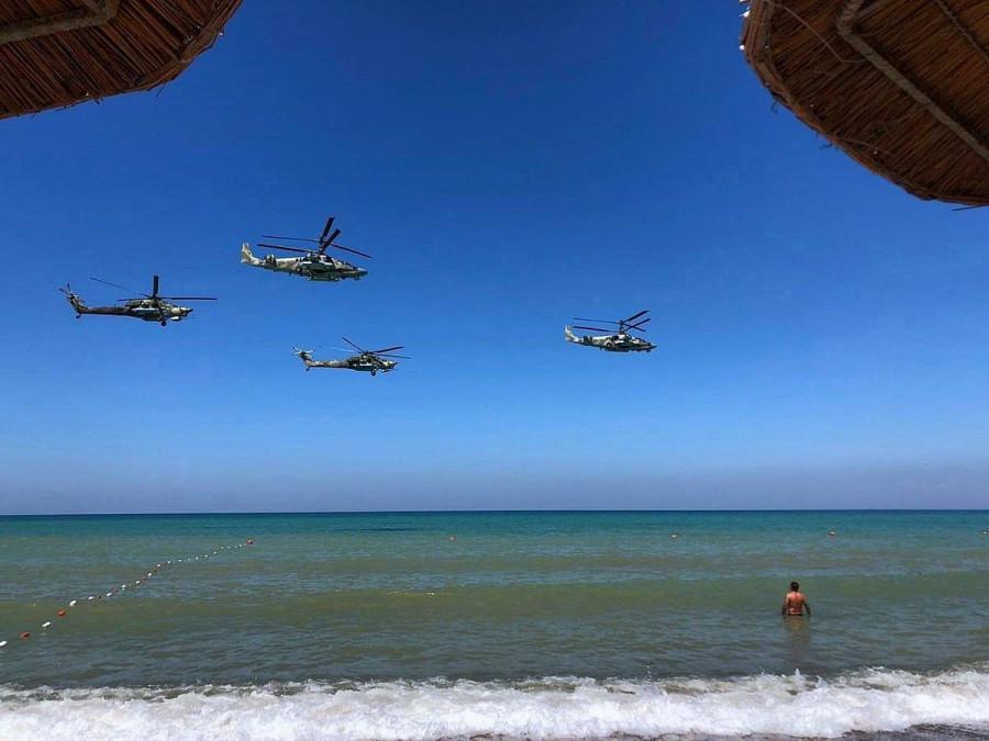 ForPost - Новости : СевСети #1279. Вертолеты над Севастополем, «труп» автомобиля и покраска памятника