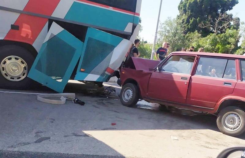 ForPost - Новости : Один человек стал жертвой столкновения автомобиля с рейсовым автобусом в Крыму