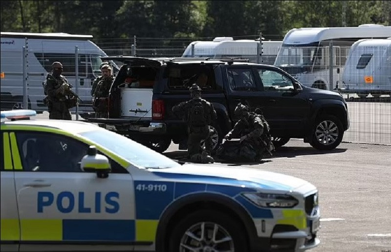 ForPost - Новости : Убийцы взяли в заложники стражей тюрьмы и потребовали много пиццы