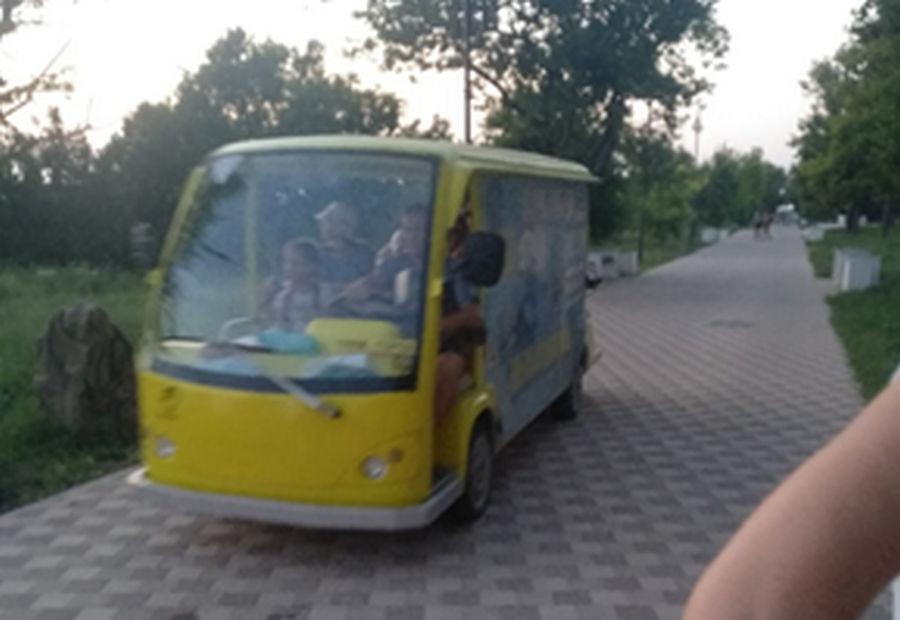 ForPost - Новости : Электробусы в парке Победы угрожают здоровью севастопольцев