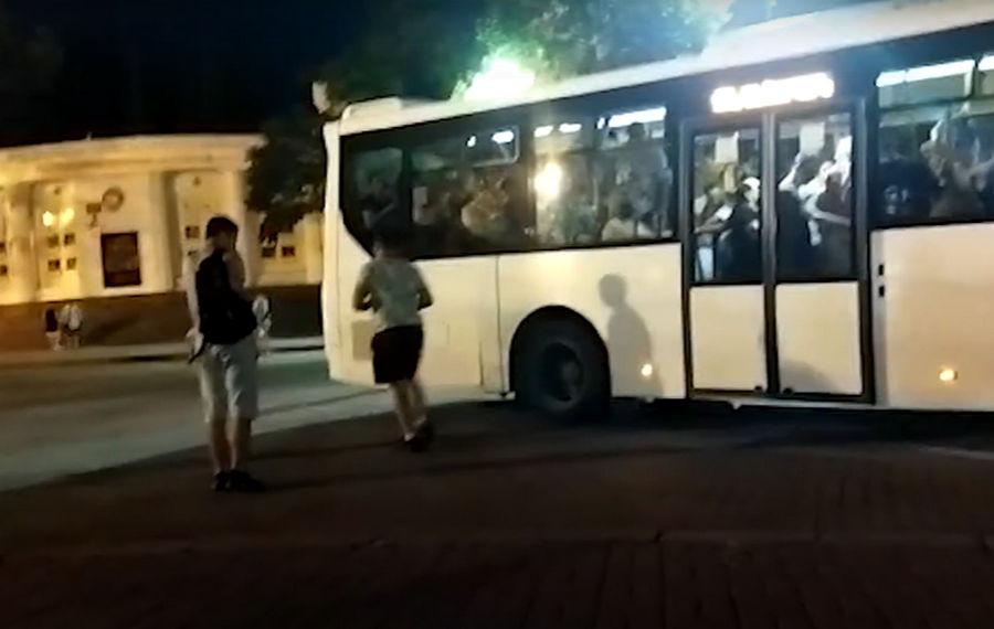 ForPost - Новости : Шесть часов в очереди на автобус: о транспортном коллапсе в Севастополе