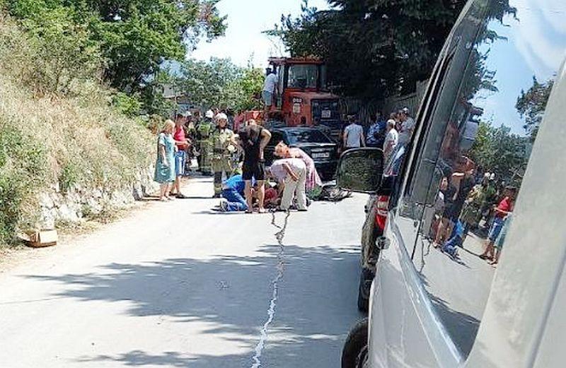 ForPost - Новости : В Ялте водитель мопеда врезался в трактор и умер