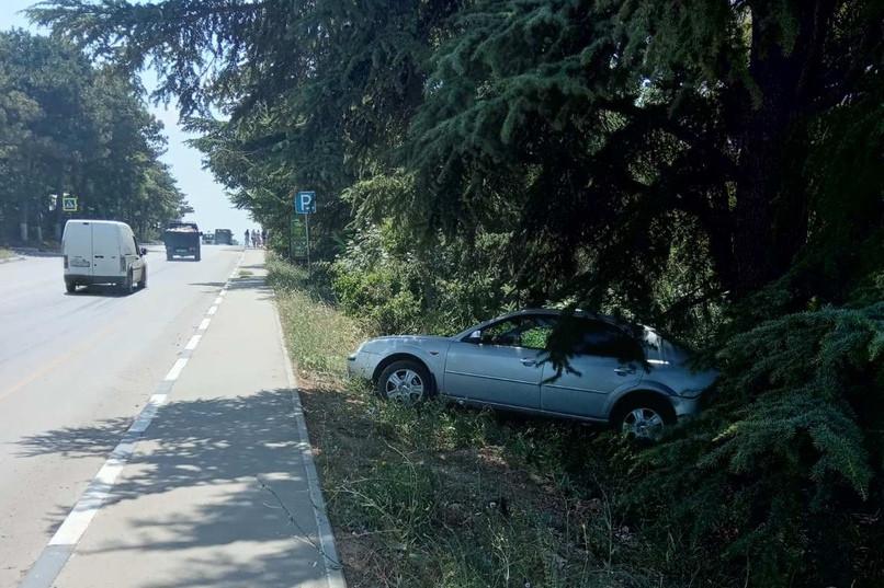 ForPost - Новости : В Севастополе автомобиль ушел «в самоволку» по Сапун-горе