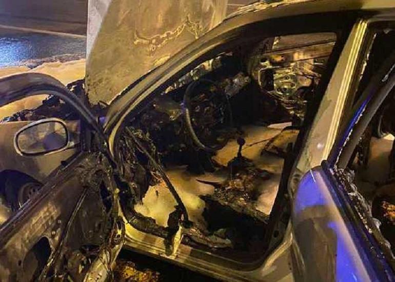 ForPost - Новости : В разных частях Севастополя в одно время загорелись два автомобиля