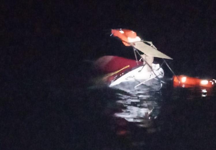 ForPost - Новости : Премия Дарвина: катер у Фиолента перевернули любовавшиеся медузой туристы
