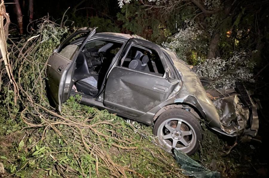 ForPost - Новости : В Севастополе спасли троих заблокированных в улетевшей с трассы машине
