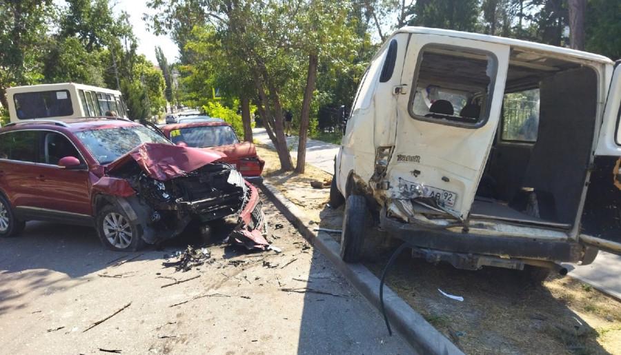 ForPost - Новости : Потерявшая сознание за рулем женщина отправила человека в больницу и три машины в ремонт