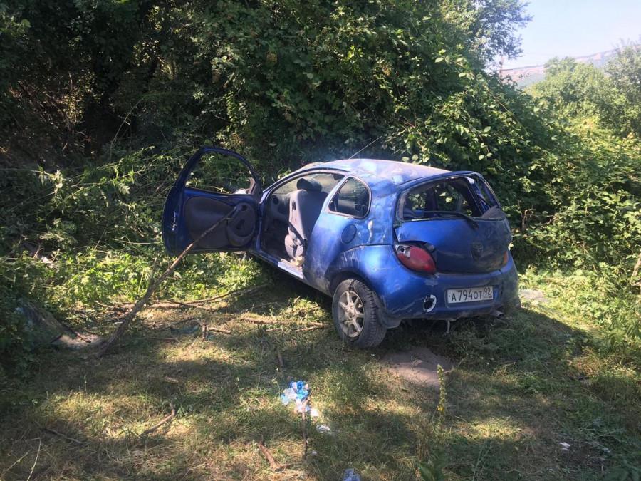 ForPost - Новости : Четыре человека в авто под Севастополем улетели с дороги кувырком