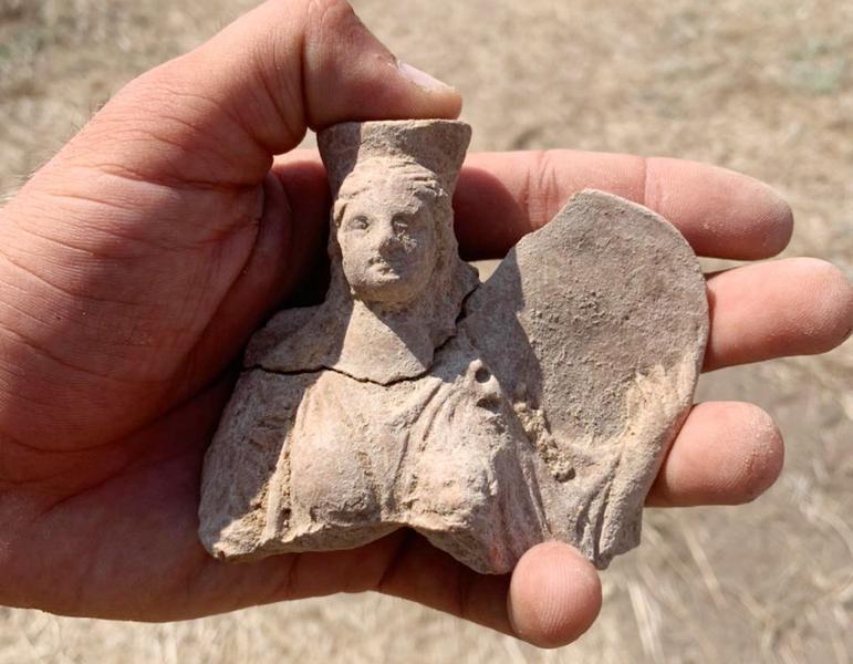 ForPost - Новости : Археологи нашли в Крыму скульптуру богини плодородия со львом