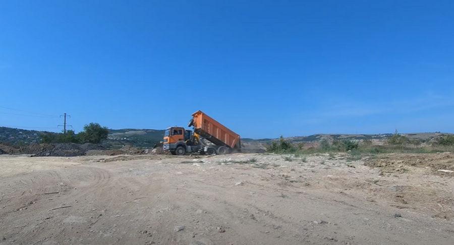 ForPost - Новости : Рядом с Кадыковским карьером в Севастополе выявлена гигантская мусорная свалка