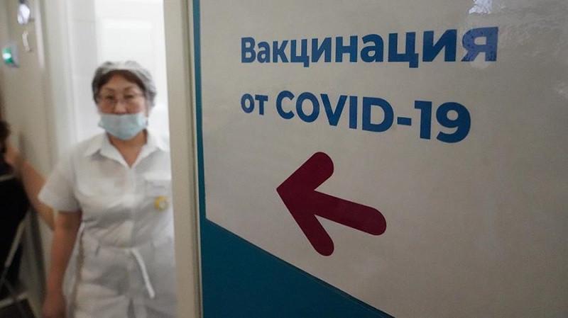 ForPost - Новости : В Минздраве заявили о необходимости полностью привить одну категорию россиян