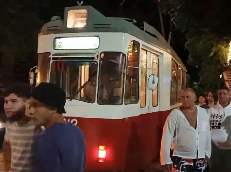 ForPost - Новости : Бросившего машину на трамвайных путях крымчанина привлекут к ответственности