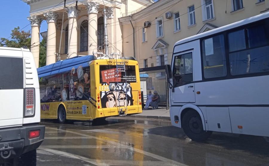 ForPost - Новости : По центру Севастополя прокатилась мощная канализационная река