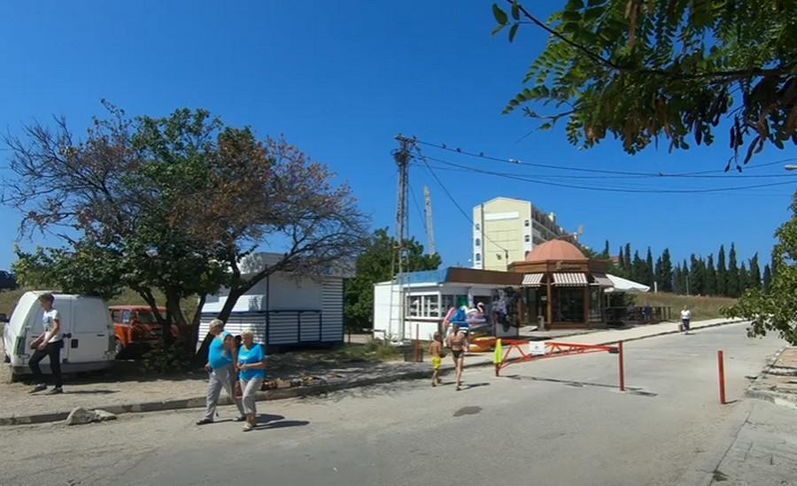ForPost - Новости : Набережную пляжа «Омега» в Севастополе превратили в пешеходную зону